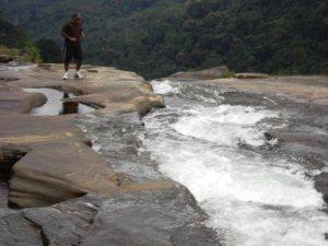 Edge of Lakshapana falls